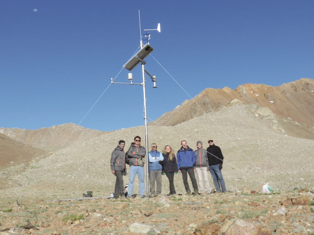 Installation team of the high elevation meteorological climate station in the Tascadera Catchment (Project partners from ITT, SEBA, Ribeka, CEAZA and the University of La Serena)